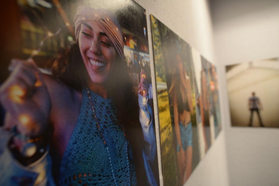 El evento también incluye una galería de arte. (Foto: Wilder López/Soy502)