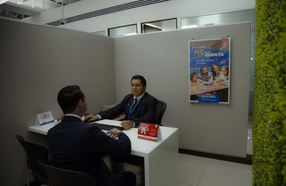 La agencia central de la entidad bancaria ofrece una excelente comodidad, atención y privacidad para sus usuarios. (Foto: Victor Xiloj/soy502)