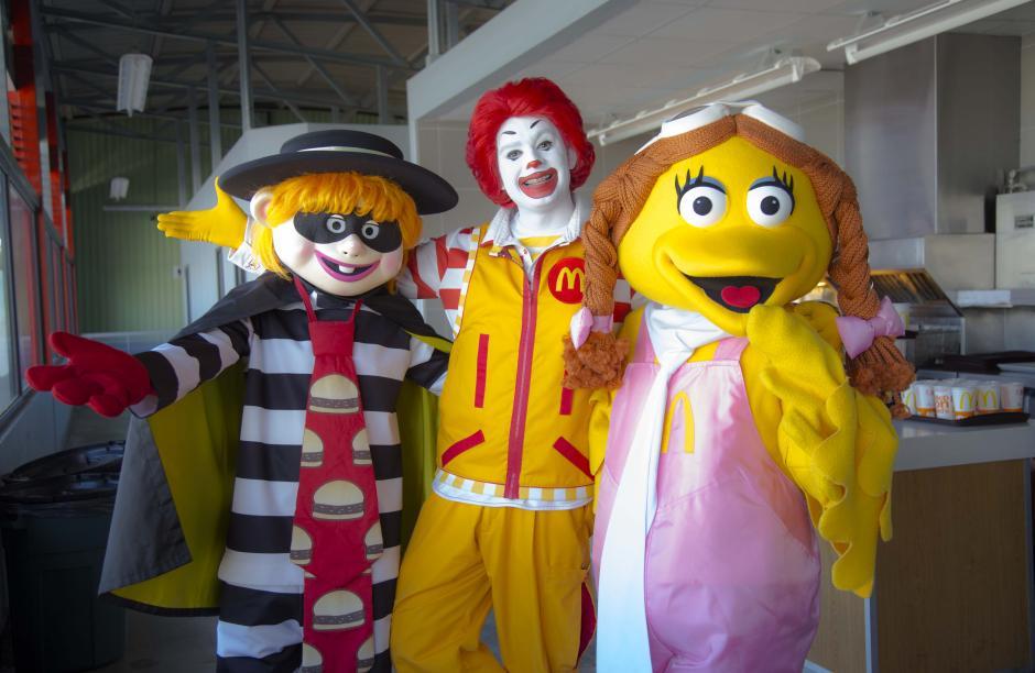 Ronald McDonald y sus amigos brindaron un show de canciones, actos de magia y concursos para los asistentes. (Foto: Victor Xiloj/Soy502).