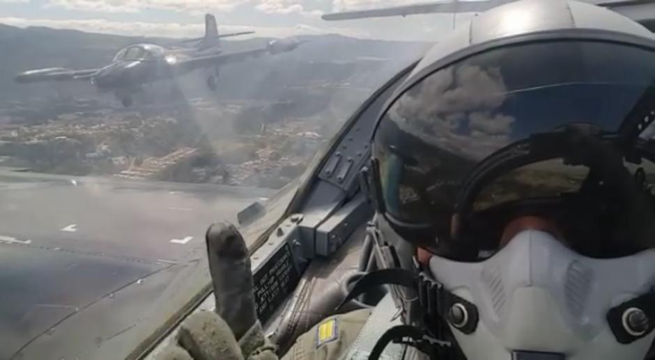 Los pilotos aviadores de El Salvador grabaron el momento desde la cabina. (Foto: Diego Guerrero/Facebook)