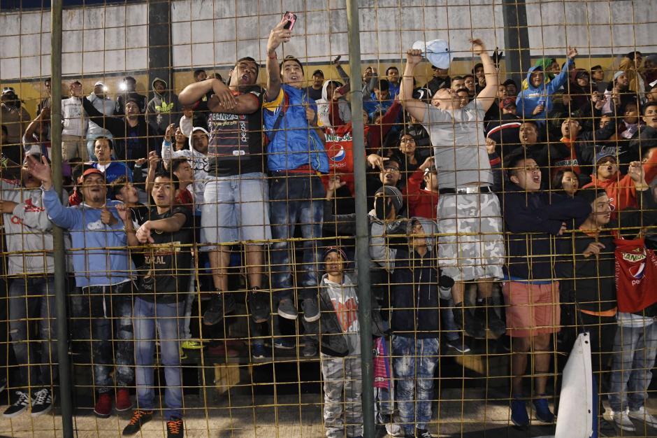 Aficionados rojos disfrutaron la victoria de su equipo. (Foto: Orlando Chile/Nuestro Diario)