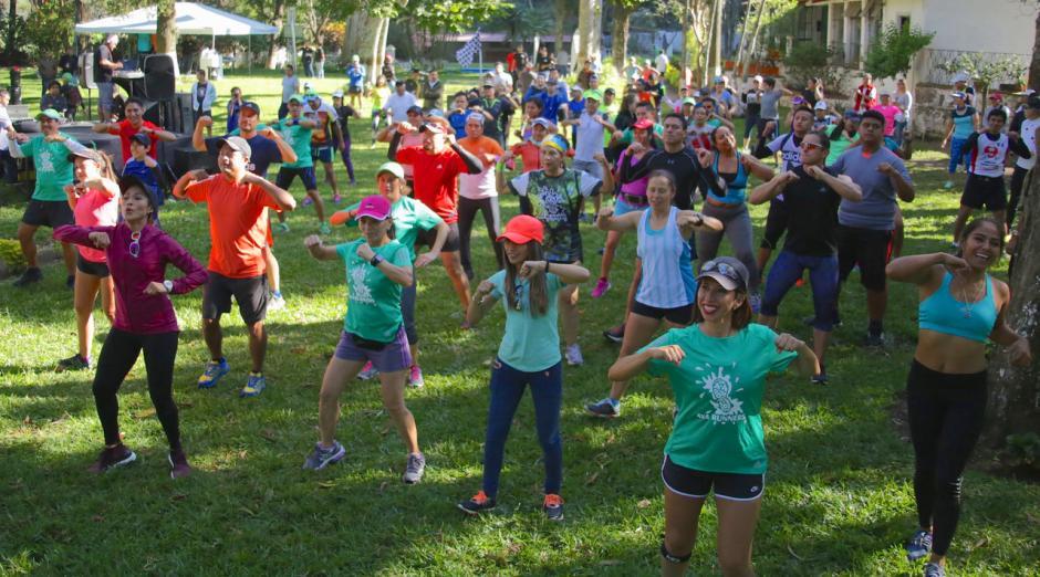 El evento inició a las 8 horas con un entreno previo, encabezado por la runner guatemalteca Liza Álvarez. (Foto: cortesía de CoreMKT)