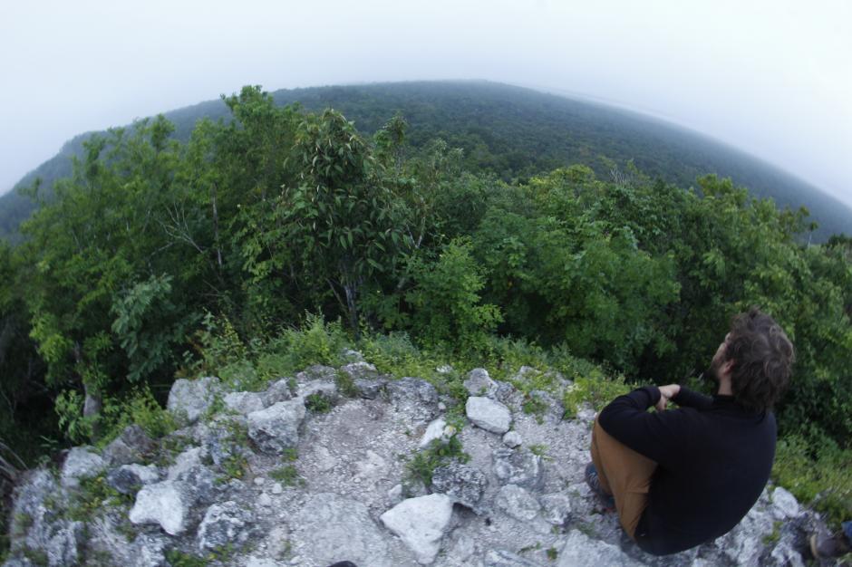 Los aventureros suben hasta la cima de esta estructura para observar el paisaje. (Foto: Fredy Hernández/Soy502)