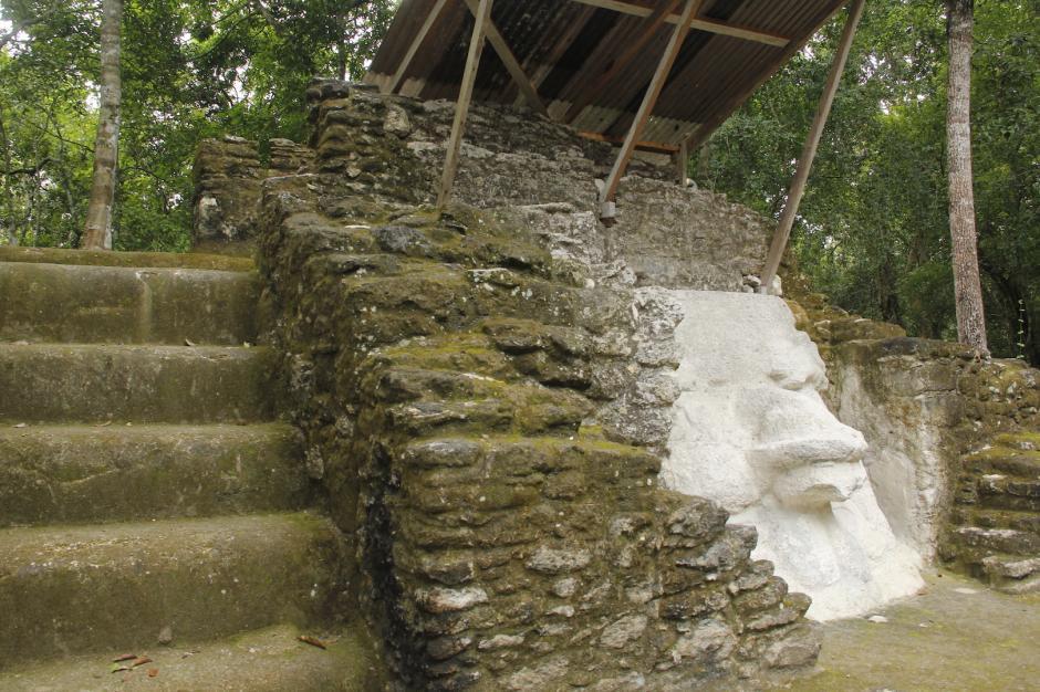 En la Estructura 313 se realizan trabajos de restauración de otros mascarones. (Foto: Fredy Hernández/Soy502)