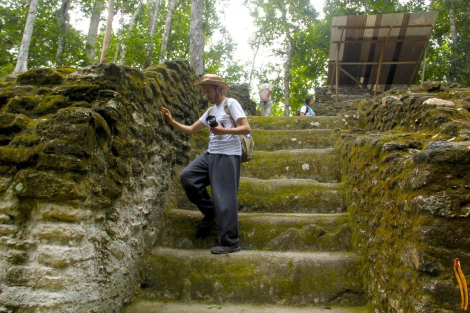Pese a lo complicado de subir las escalinatas, conocer estos sitios satisface a los visitantes. (Foto: Fredy Hernández/Soy502)