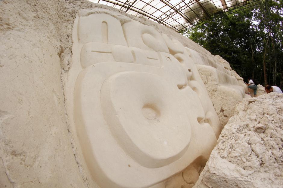 Uno de ellos aún conserva parte de la pintura original utilizada por los mayas. (Foto: Fredy Hernández/Soy502)