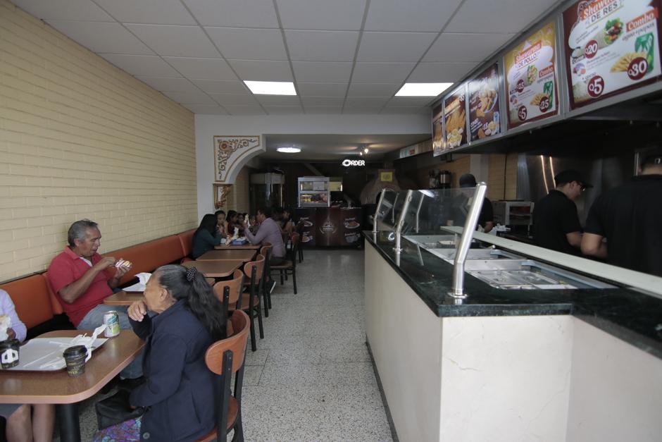 El lugar ofrece platos como shawarmas, falafels y otras delicias de Medio Oriente. (Foto: Alejandro Balán Soy502)