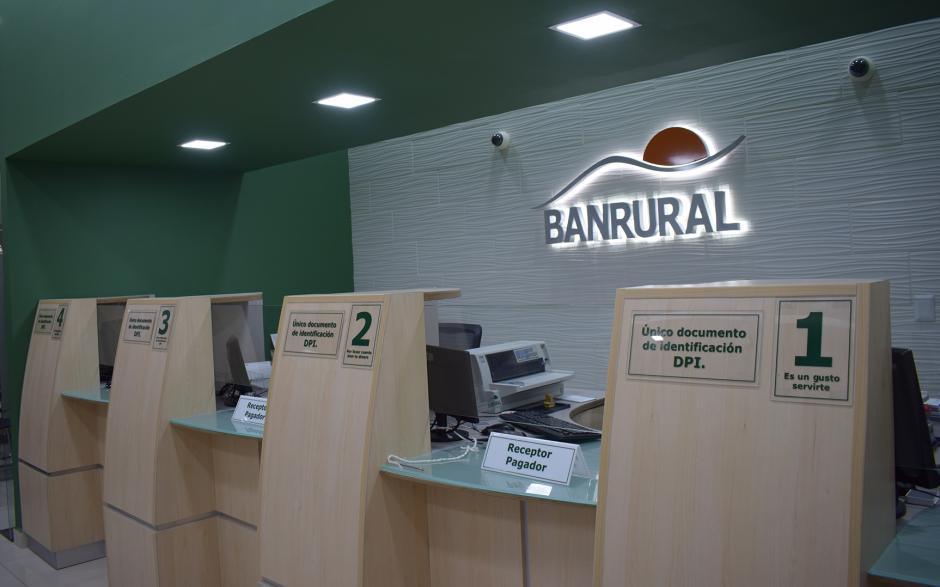 Amplias ventanillas a la disposición de los cuentahabientes para trámites eficientes. (Foto: cortesía Banrural)