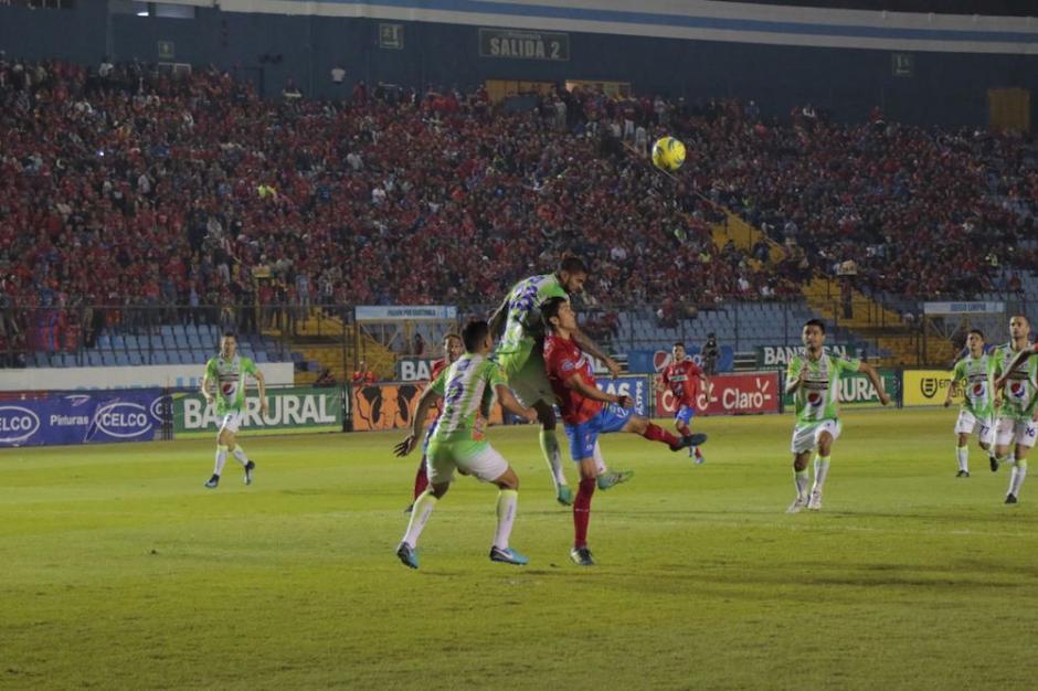 El primer tiempo terminó sin goles. (Foto: Alejandro Balán/Soy502)