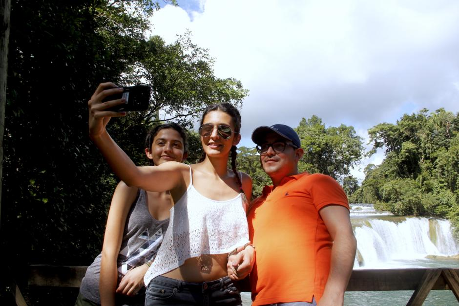 Los visitantes acuden primero al mirador para sacar las fotografías del caso. (Foto: Fredy Hernández/Soy502)