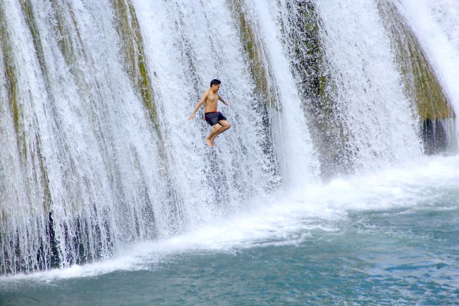 Los aventureros se lanzan hacia el río y disfrutan de la adrenalina. (Foto: Fredy Hernández/Soy502)