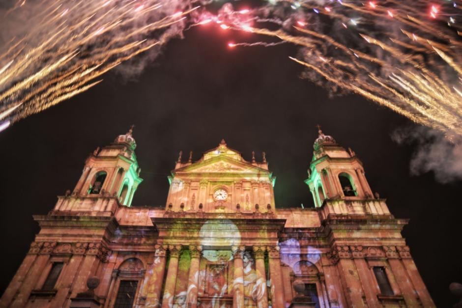 Así lucía el recinto católico cuando dio inicio el espectáculo. (Fotos: Wilder López/Soy502)