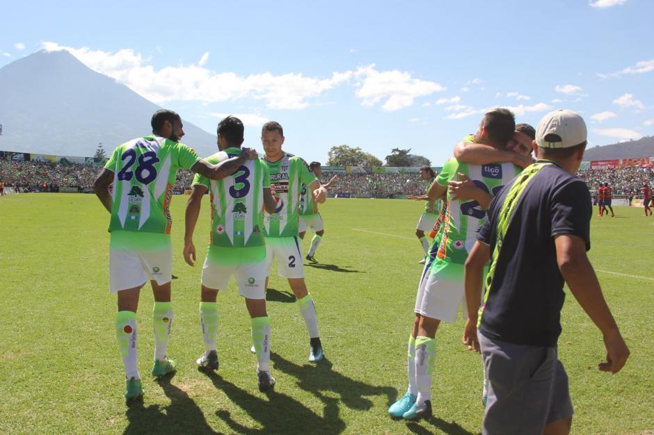El torneo se pone de cara para el equipo local en el minuto 15.  (Foto: Fredy Hernández/Soy502)