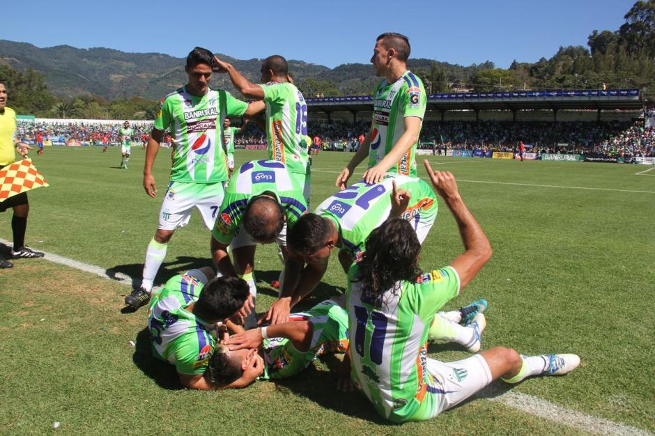 El jugador argentino se emocionó durante la celebración. (Foto: Fredy Hernández/Soy502)
