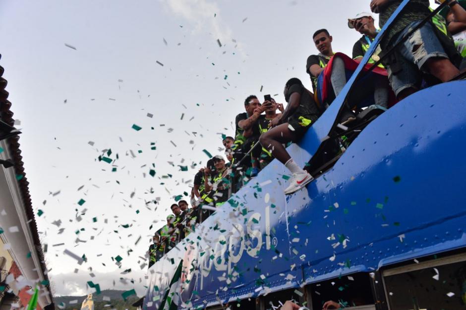 Alegría de los jugadores tras vencer por dos goles a uno en el estadio Pensativo. (Foto: Jesús Alfonso/Soy502)