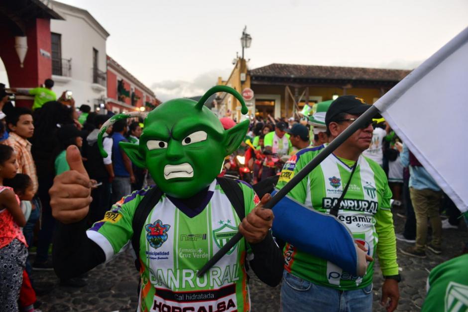 Las calles se llenaron de color verde. (Foto: Jesús Alfonso/Soy502)