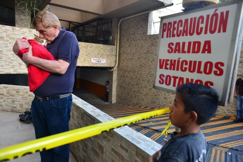 La gatita fue entregada a su propietario tras el rescate.  (Foto: Jesús Alfonso/Soy502)