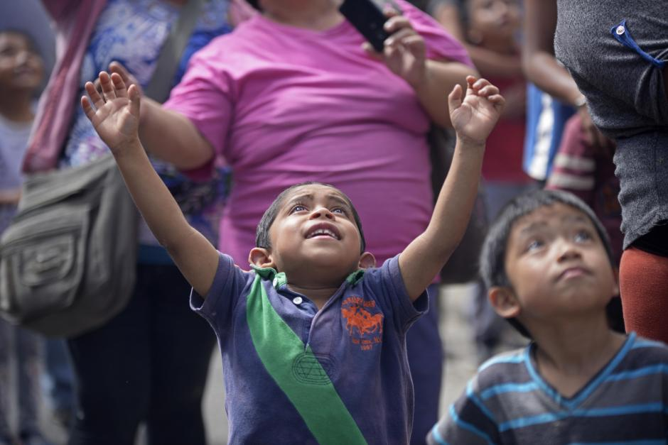 Los niños esperan ansiosos por el regalo que reciben cada año. (Foto: Wilder López/Soy502)