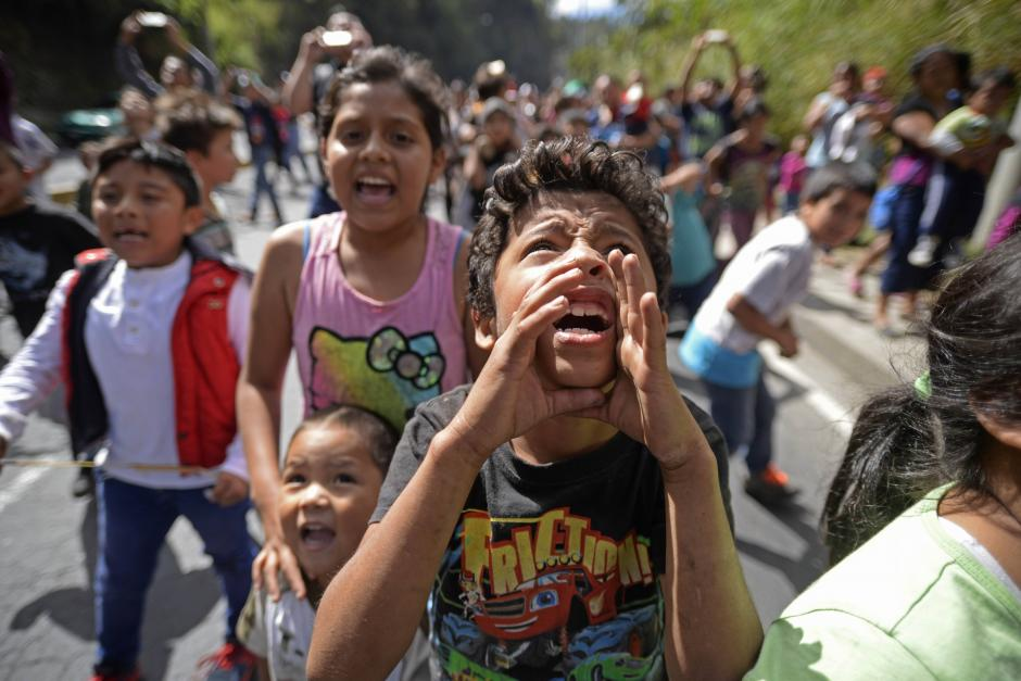 Los regalos son entregados a niños de escasos recursos. (Foto: Wilder López/Soy502)