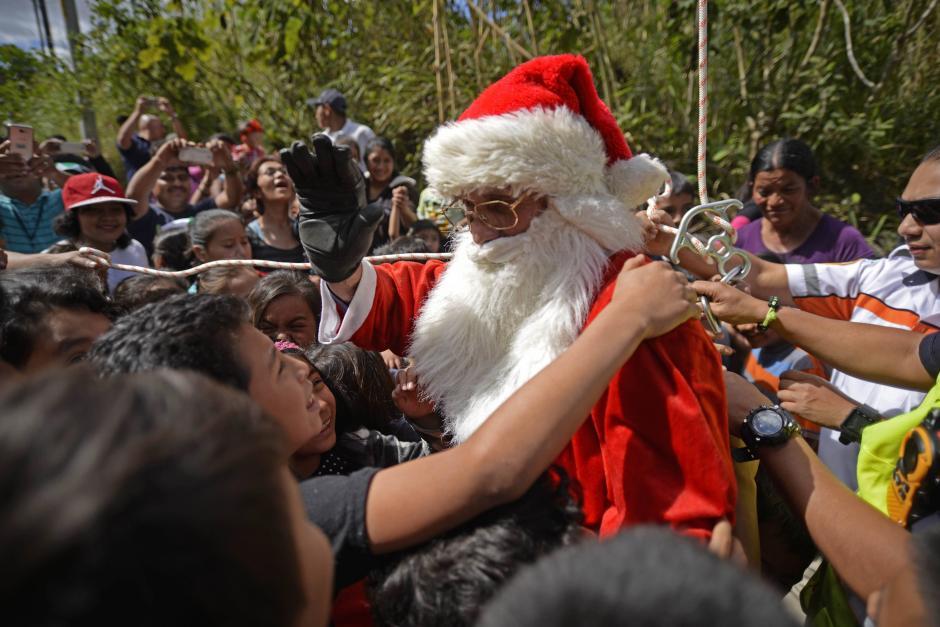 Cientos de niños son beneficiados con esta entrega. (Foto: Wilder López/Soy502)