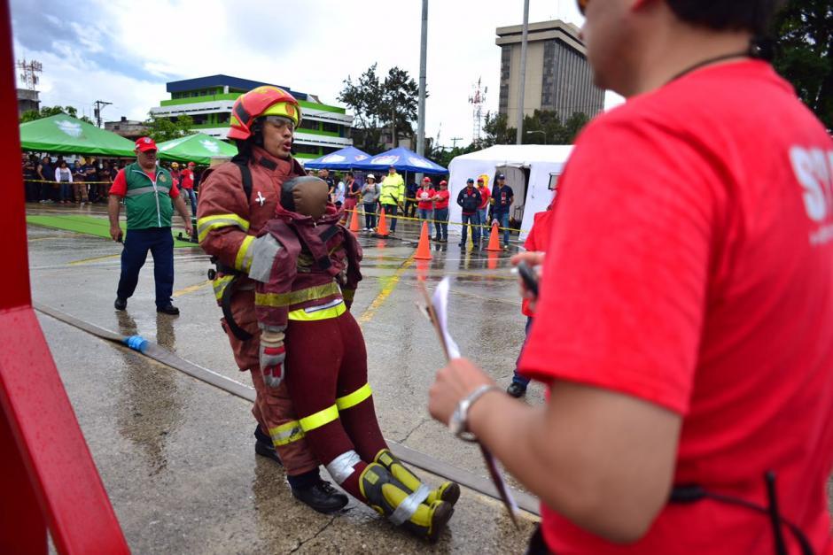"""Desafío """"Hombres de fuego"""" puso a prueba a los bomberos. (Foto: Jesús Alfonso/Soy502)"""