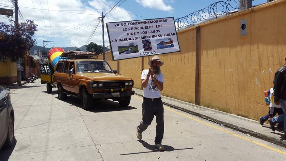 Oswaldo Ochoa vuelve a caminar por Guatemala. (Foto: Noticias del Valle)