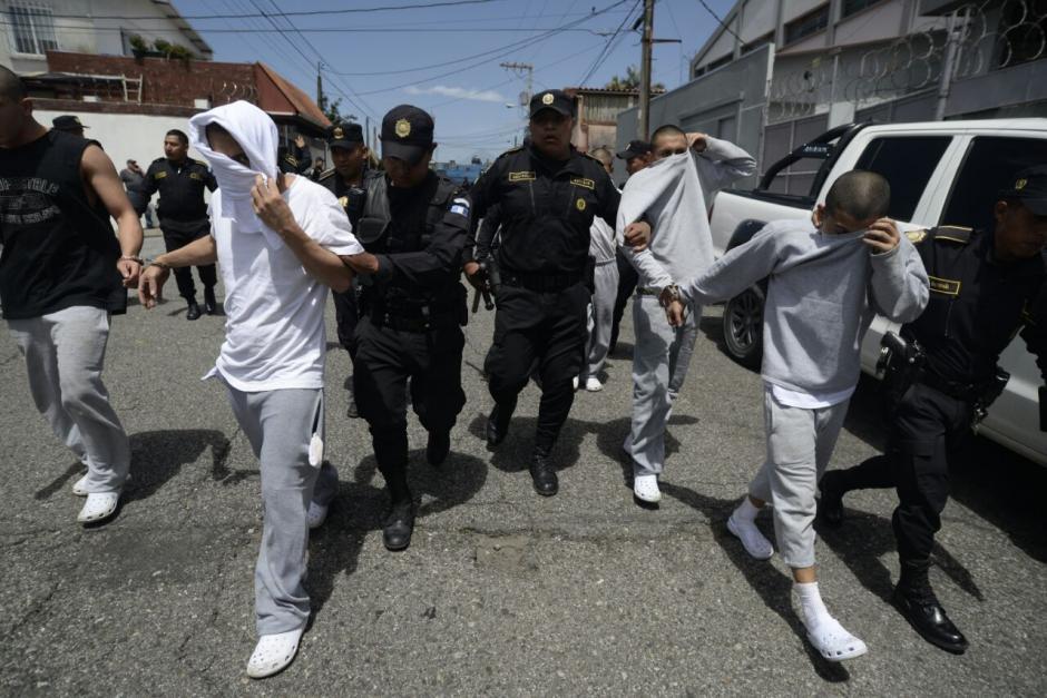 Los internos fueron escoltados por la PNC. (Foto: Wilder López/Soy502)
