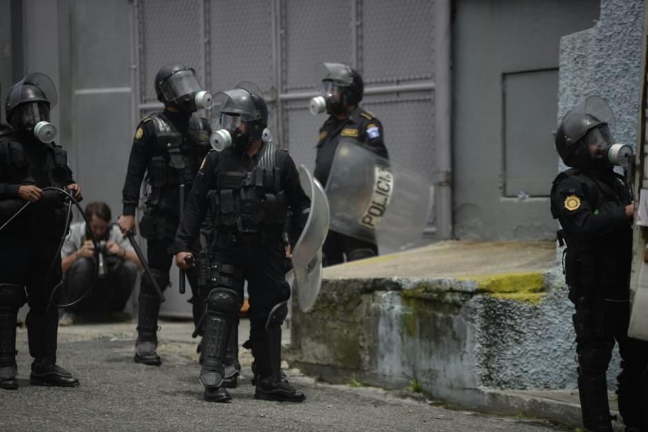 Gas  lacrimógeno es utilizado por los agentes para retomar el orden. (Foto: Wilder López/Soy502)