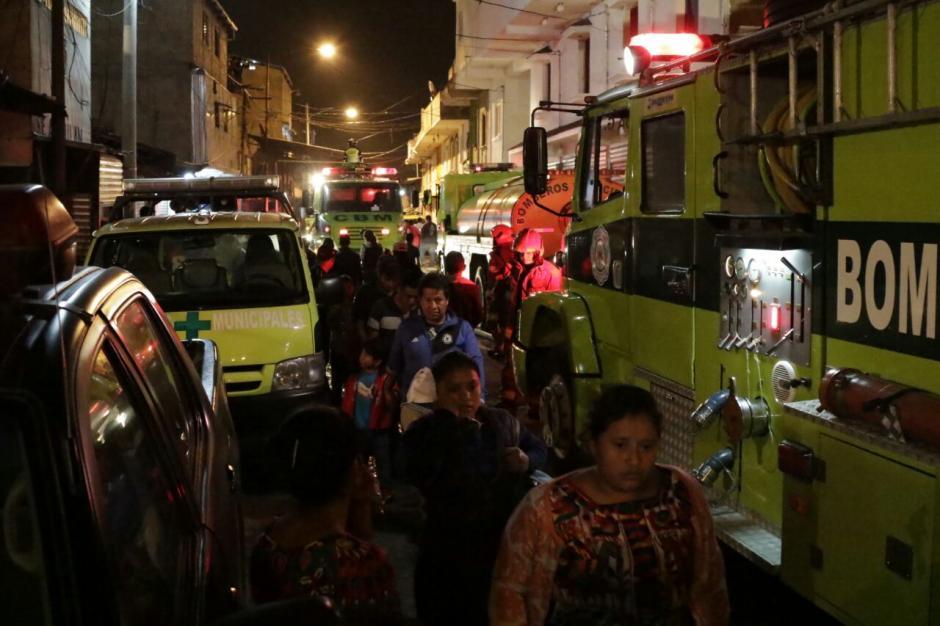Un incendio de grandes proporciones se registró en el mercado La Terminal zona 4. (Foto: Alejandro Balán/Soy502)