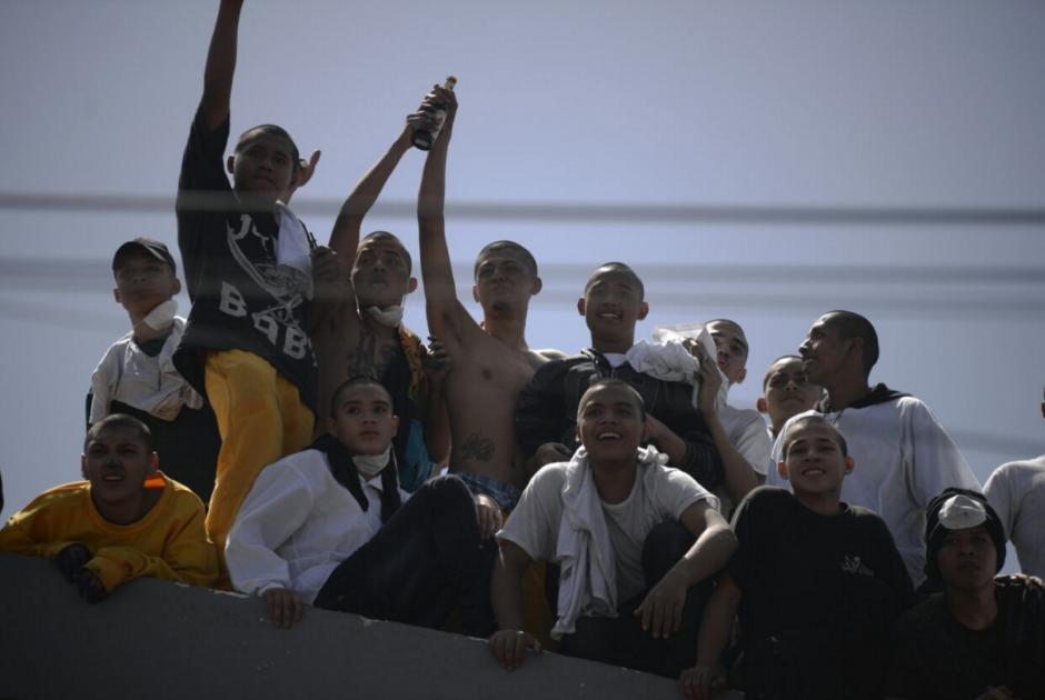 Los adolescentes consumieron las bebidas en el techo que luego se desplomó. (Foto: Wilder López/Soy502)
