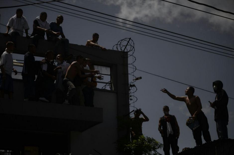 Los internos se repartieron las bebidas alcohólicas. (Foto: Wilder López/Soy502)