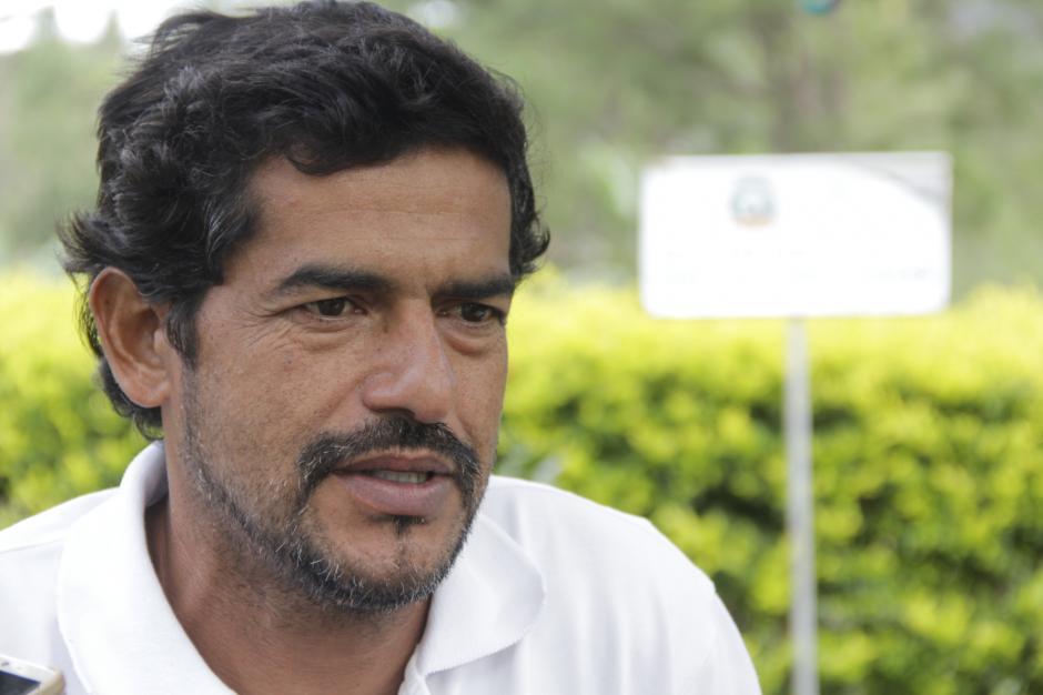 Yovany Guevara empezó este proyecto con la intención de evitar la erosión de un talud. (Foto: Fredy Hernández/Soy502)