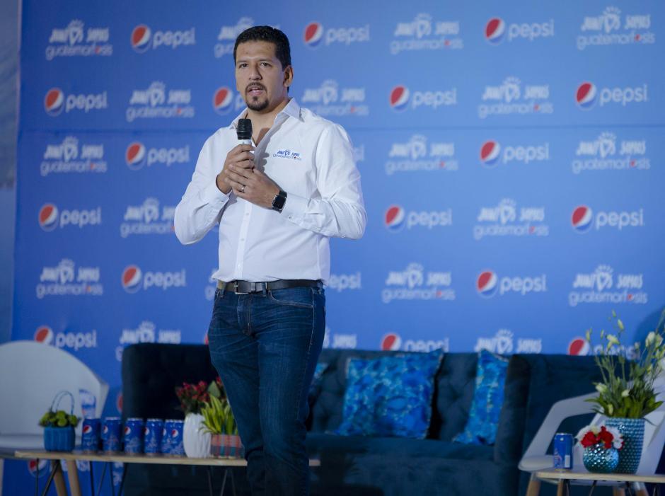 César Solórzano, gerente de mercadeo de Pepsi, anunció el inicio de Guatemorfósis 2017. (Foto: George Rojas/Soy502)