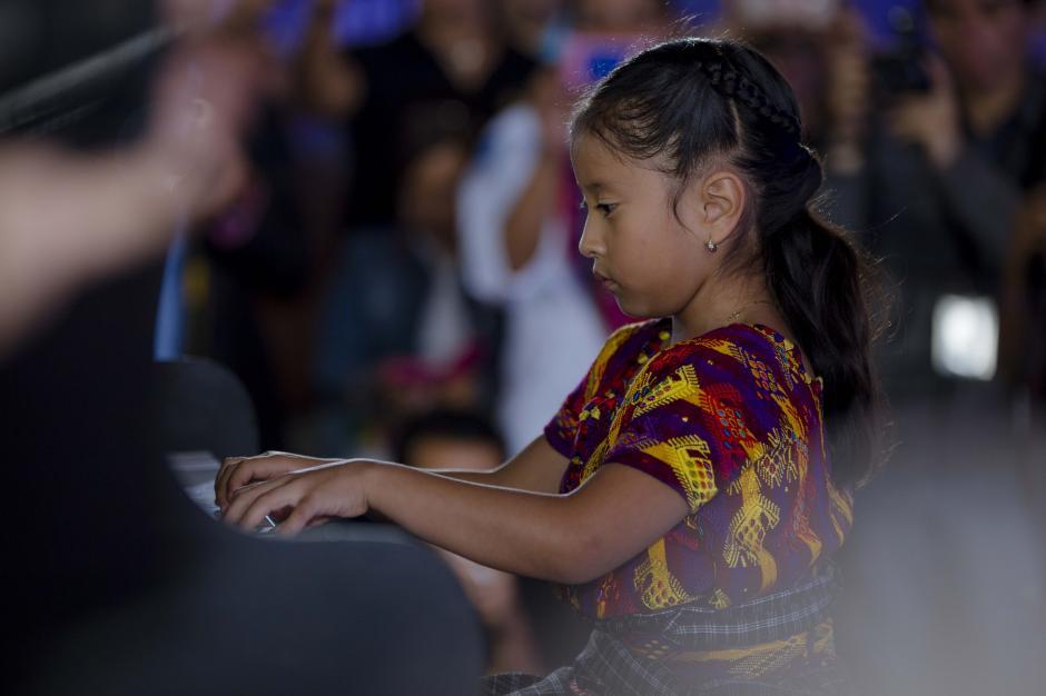 Yahaira Tubac tiene 7 años y domina el piano. (Foto: George Rojas/Soy502)