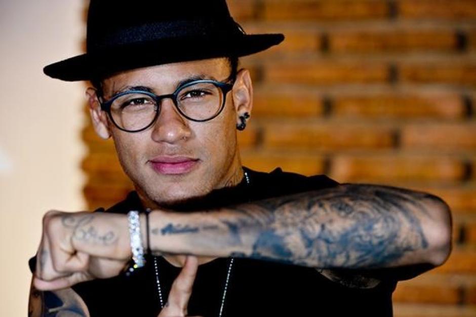 Un tigre y la palabra love son los tatuajes de Neymar en el braso izquierdo. (Foto: Tatuantes)
