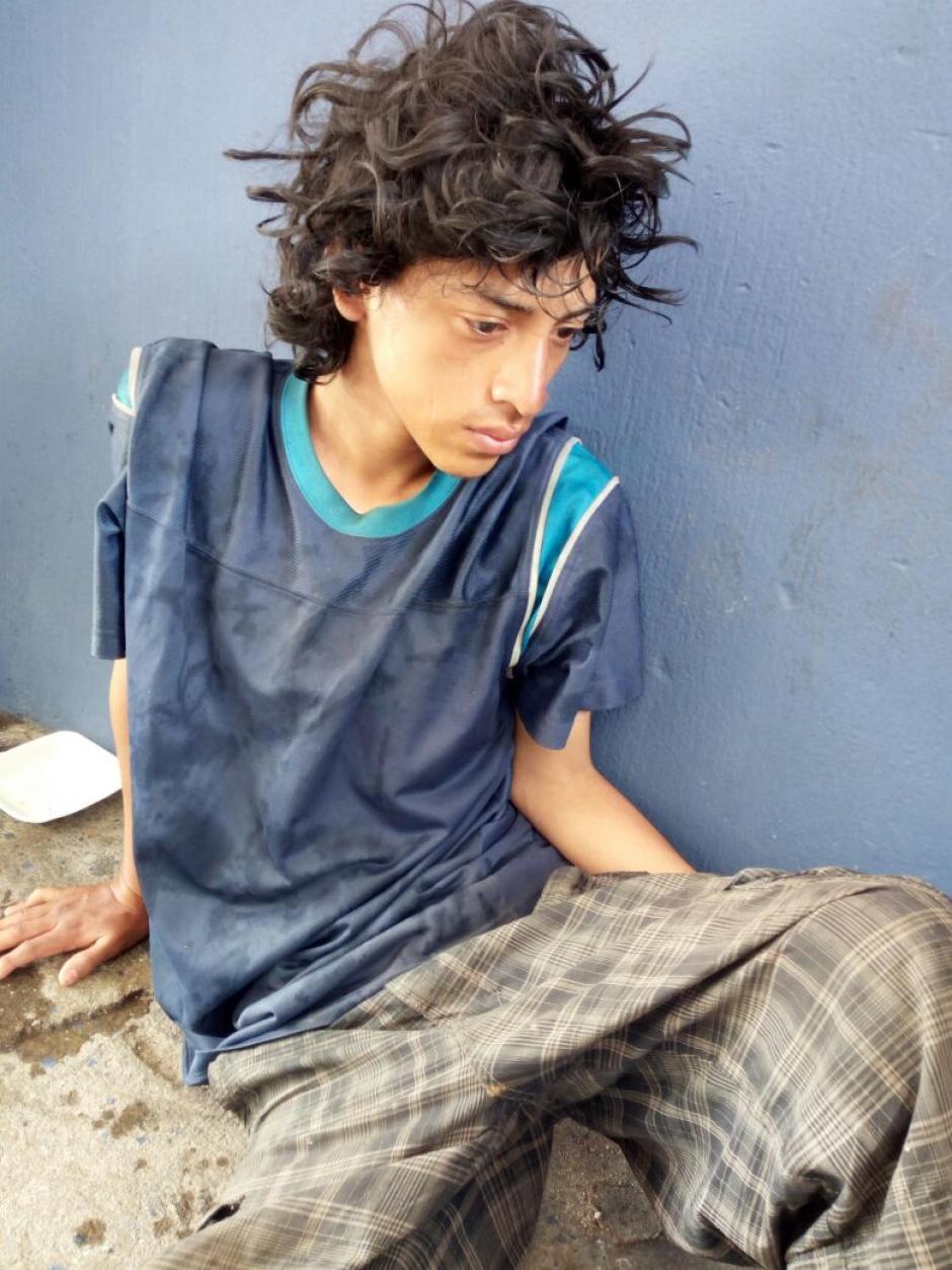 Así se encontraba el joven ayudado por la PNC en Jutiapa. (Foto: PNC)
