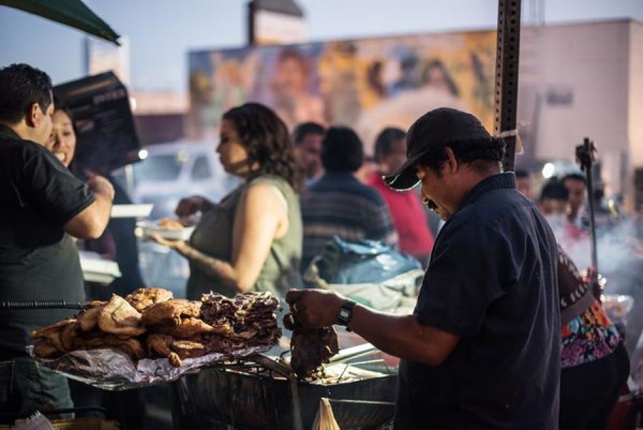 El Mercado Nocturno Guatemalteco es uno de los más grandes de comida de Los Ángeles.  (Foto: Wonho Frank Lee/Eater)