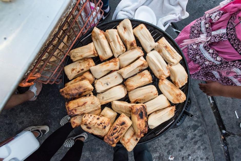 El periodista Bill Esparza del sitio Eater probó diversos platos.  (Foto: Wonho Frank Lee/Eater)