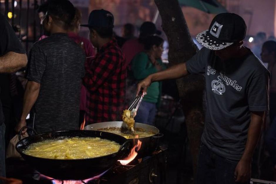 Incluso mexicanos han aprendido a hacer comida guatemalteca.  (Foto: Wonho Frank Lee/Eater)