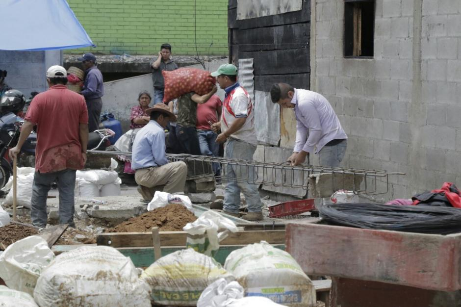 La reconstrucción en el sector afectado por el incendio del lunes ya inició. (Foto: Alejandro Balán/Soy502)