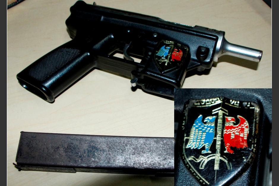 Las autoridades no han brindado detalles sobre el inusual escudo de la subametralladora. (Foto: PNC)