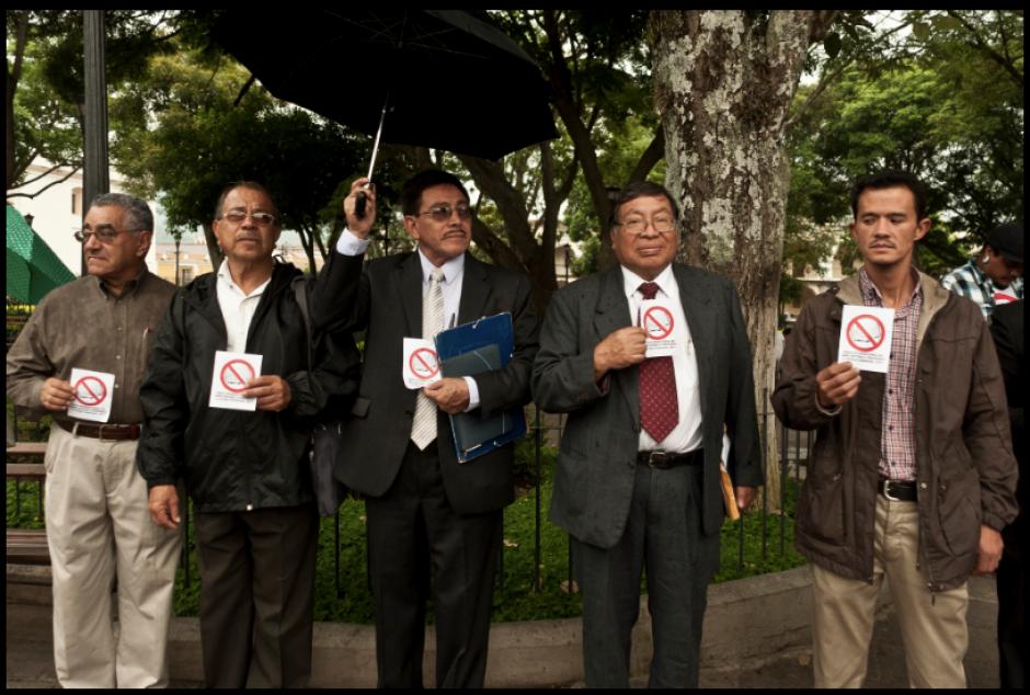 Directivos y transeúntes se unieron al movimiento. (Foto: La Casa del Mango)