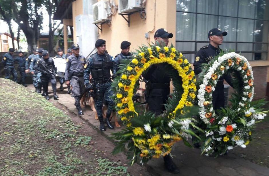 Back fue sepultado en el cementerio de la Escuela Centroamericana de Entrenamiento Canino, (Foto: PNC)