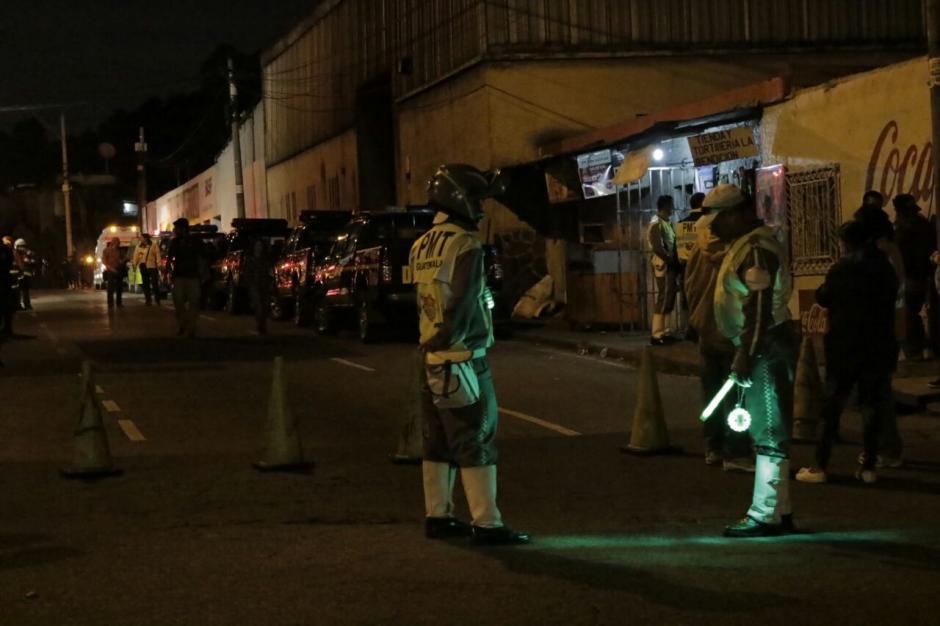 El cierre vehicular en los alrededores de Las Gaviotas permanecerá hasta mañana lunes.  (Foto: Alejandro Balán/ Soy502)