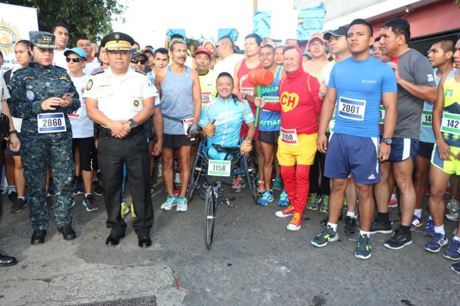 Más de mil ciudadanos y elementos de seguridad participaron en la carrera. (Foto: PNC)
