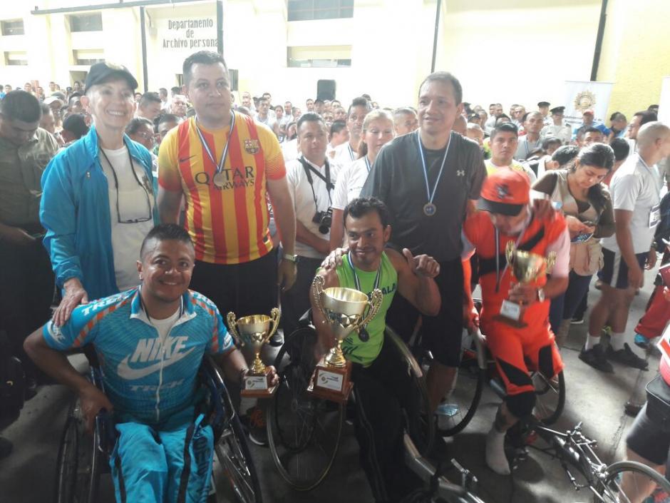 Ellos son los ganadores de la categoría de participantes con capacidades diferentes. (Foto: PNC)