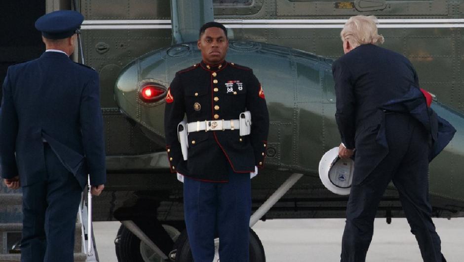 Donald Trump protagonizó incómodo momento con marine en base aérea — VENEZUELA