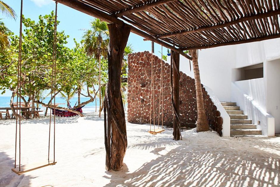 Esta casa en la playa de Tulum fue uno de los escondites predilectos de Pablo Escobar. (Foto: Dailymail)