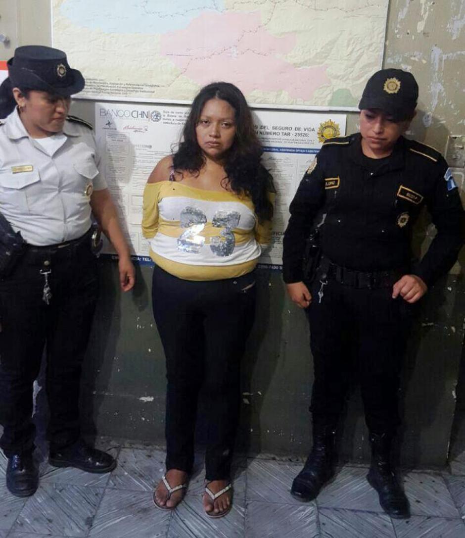 Las autoridades detuvieron a esta mujer por agredir físicamente a sus cinco hijos. (Foto: PNC)