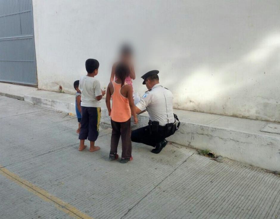 Los vecinos denunciaron a la mujer que escandalizaba.  (Foto: PNC)